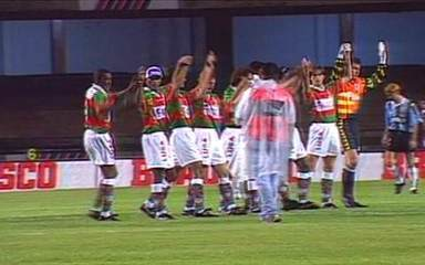 Em 1996, Portuguesa vence o Grêmio por 2 a 0 no primeiro jogo da final do Brasileiro