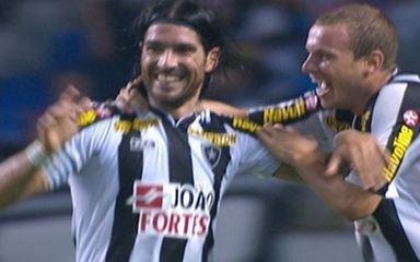 Loco Abreu marca dois e Herrera um na goleada do Botafogo sobre o Vasco por 4 a 0, no Brasileiro de 2011
