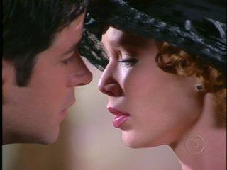 Danilo tenta beijar Ana Francisca