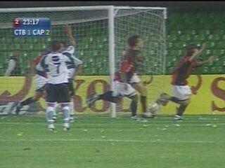 Em 2005, Atlético-PR vence o Coritiba por 2 a 1 no Campeonato Brasileiro
