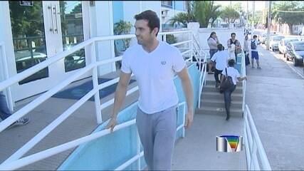 Murilo Becker anuncia saída do São José Basquete