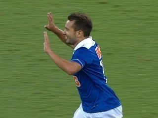Gol do Cruzeiro! Éverton Ribeiro dá chapéu e faz um golaço aos 11 do 2º tempo