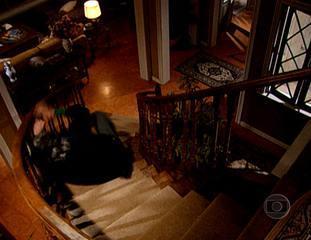 Em 'Senhora do Destino', Nazaré (Renata Sorrah) fez sua primeira vítima ao jogar Luís Carlos (Tarcísio Meira) da escada