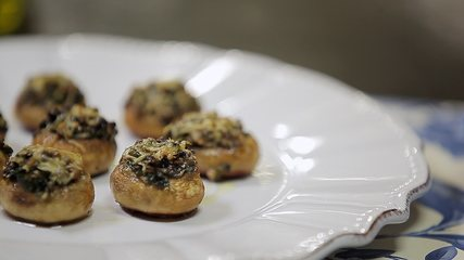 Cogumelos Recheados com Nirá e Queijo Grana Padano