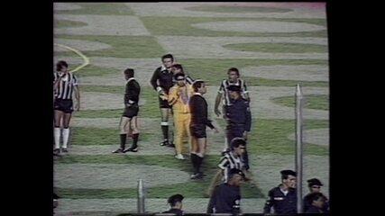 Em 1981, partida entre Flamengo e Atlético-MG pela Libertadores é encerrada por confusão