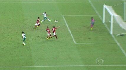 Com Maracanã lotado, Flamengo perde para León por 3 a 2, e é eliminado da Libertadores