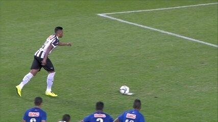 Gol do Atlético-MG! André cobra pênalti no meio do gol aos 25 do 2º tempo