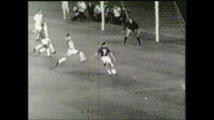 Em 1966, Cruzeiro vence o Santos por 6 a 2 no jogo ida da final da Taça Brasil
