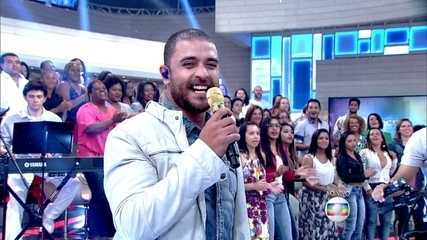 Fátima Bernardes samba ao som de Diogo Nogueira