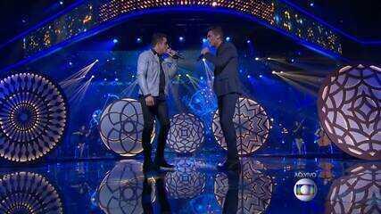 Danilo Reis e Rafael cantam sucesso 'Dois Rios' no The Voice Brasil