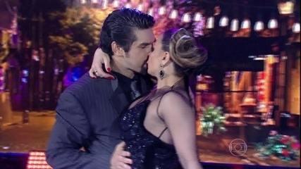 Viviane Araújo sela apresentação no tango com beijo na boca
