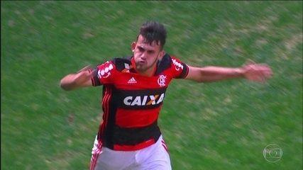 Felipe Vizeu marca dois contra o Atlético-MG e dá a vitória ao Flamengo no Brasileirão