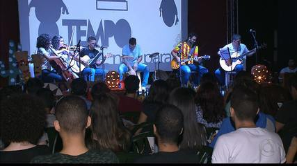 Poesia e música para estudantes do Enem em João Pessoa