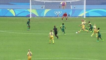 Rolfo recebe na entrada da área, arrisca o chute, mas bola sai, aos 6 do 2º tempo