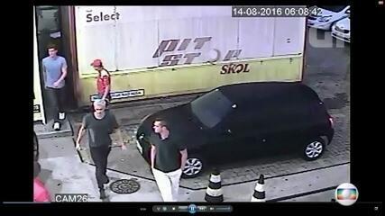 Câmeras flagram nadadores americanos em posto de gasolina na noite de suposto assalto