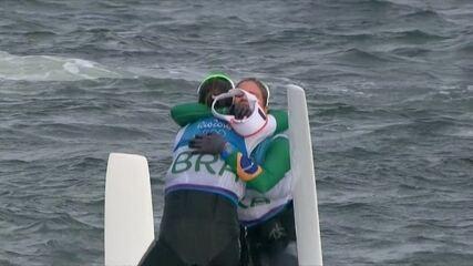 Com virada, brasileiras conquistam medalha de ouro na vela 49er