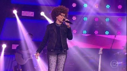 Brena Gonçalves canta 'Alguém me Disse'