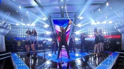 Carlinhos Brown encerra terceiro dia de Audições cantando 'Meia Lua Inteira'