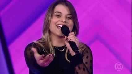 Carol Vianna canta 'Sozinho'
