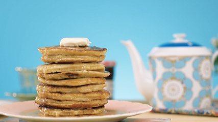 Receita de pancake com calda de maple
