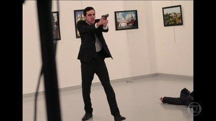 Embaixador da Rússia na Turquia é assassinado em galeria de arte