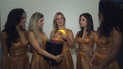 Bailarinas do Faustão fazem perguntas sobre sexo para Laura Muller