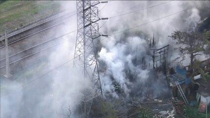 Incêndio atinge mais uma favela em São Paulo
