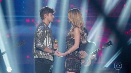 Léo pede Diana em casamento durante o show