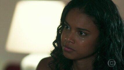 Joana revela segredo para Tânia