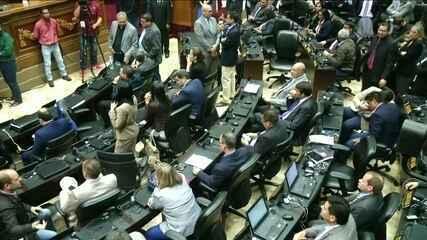 Parlamento da Venezuela declara abandono de cargo do presidente Maduro