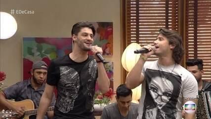 Munhoz e Mariano lançam música inédita no 'É de casa'