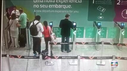 Câmeras registram Eike Batista no embarque do aeroporto do Rio