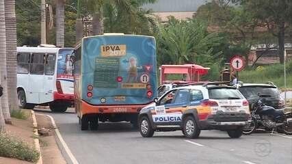Após ataques, ônibus circulam com escolta e em escala reduzida em Sarzedo