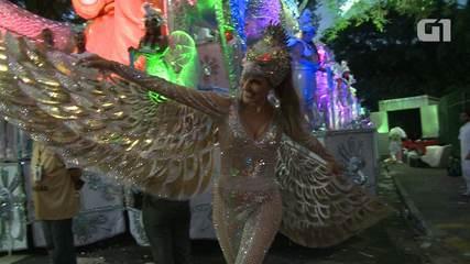Fernanda Tavares desfila pela primeira vez no Anhembi