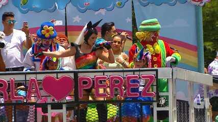 Carla Perez canta no Bloco Algodão Doce