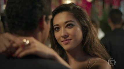 Tiago pergunta pra Yumi se ela vai embora da casa dele