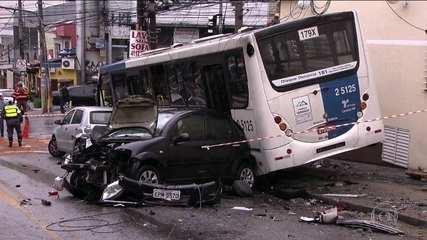Acidente com 8 veículos na Zona Norta de São Paulo deixa 9 feridos