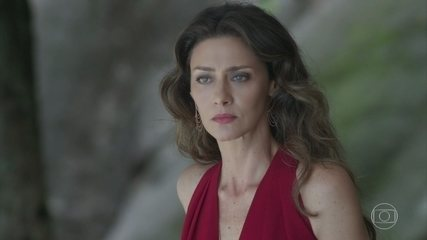 Joyce se enfurece ao ver Ritinha vestida de sereia na piscina de seu condomínio