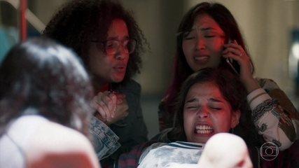 Lica, Ellen e Tina fazem o parto de Keyla