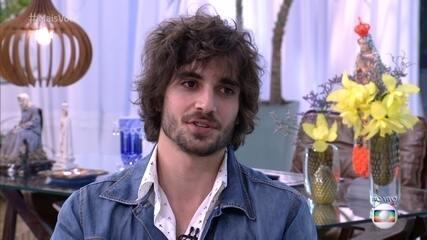 Ana Maria pergunta se o ator pretende ter um casamento na vida real, mas ele desconversa