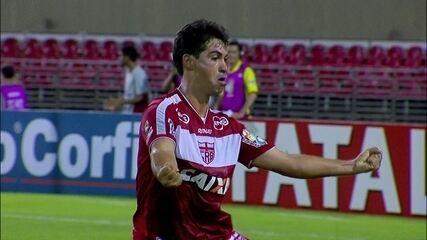 Gol do CRB! Marcos Martins cruza na cabeça de Neto Baiano, aos 43 do 1º tempo