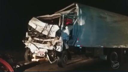 Passageiro de caminhão morre após ser arremessado em acidente na BR-491, em Varginha (MG)