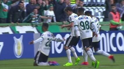 Gols de falta de Tomas Bastos na partida Coritiba x Atlético-GO