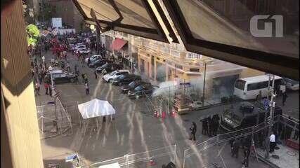Vídeo mostra confronto entre manifestantes e policiais próximo à Alerj