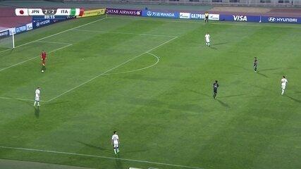 Itália toca bola na defesa, e Japão não pressiona