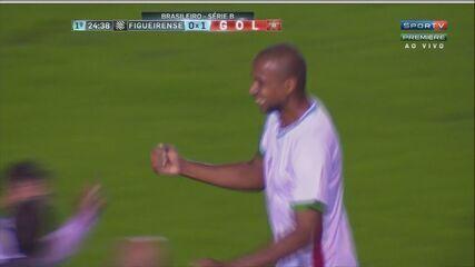 GOL DO BOA! Douglas Assis cobra falta próximo do círculo central e Fábio sai mal do gol