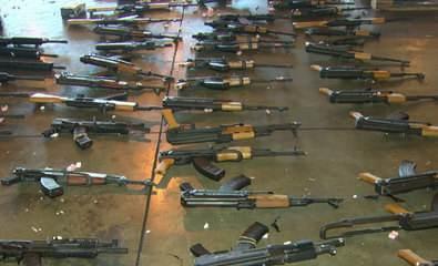Polícia apreende 60 fuzis no Aeroporto Internacional do Rio de Janeiro