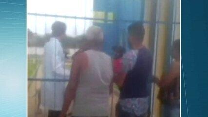 Moradores da capital pernambucana reclamam de suspensão de atendimento na unidade durante horário de almoço dos funcionários
