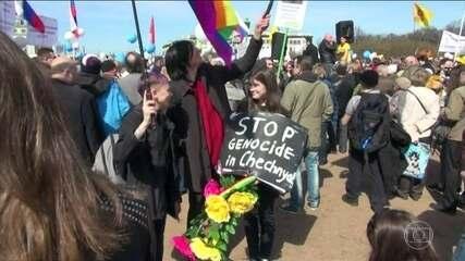"""Corte europeia de direitos humanos condena a Rússia por lei que proíbe a """"propaganda gay"""""""