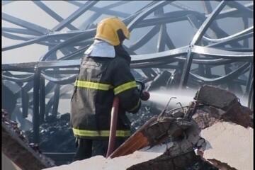 Incêndio destrói galpão em Divinópolis